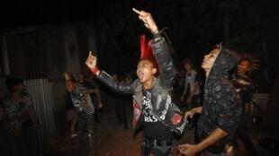 Бирманские панки на праздновании Нового года в Янгоне 31/12/2012