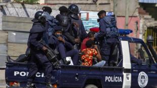Manifestantes detidos pelas autoridades durante protesto. Luanda, 11 de Novembro de 2020.