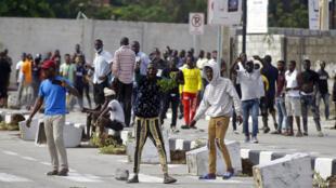 Des jeunes de Lagos manifestent mercredi 21 octobre 2020.