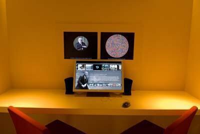 Nơi tham khảo hình ảnh trong cơ sở dữ liệu FAKIR trong khu triển lãm tại Viện Bảo Tàng Albert Kahn .