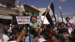 Manifestation d'opposants à Bachar el-Assad près d'Idleb, le 21 septembre 2012.