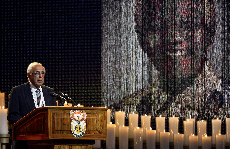 Morre Ahmed Kathrada, icone da luta contra o apartheid na África do Sul
