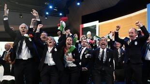 Итальянская делегация радуется победе своей заявки. Лозанна, июнь 2018 г.