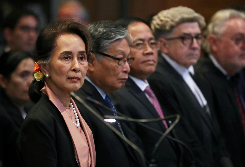 Lãnh đạo Miến Điện Aung San Suu Kyi trước Tòa án Công lý Quốc tế (CIJ) ngày 10/12/2019 vì vụ kiện diệt chủng người Rohingya.