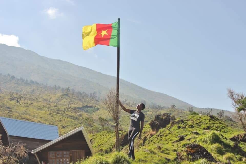 Le drapeau camerounais à Bafang située dans la région de l'Ouest, en pays Bamiléké.