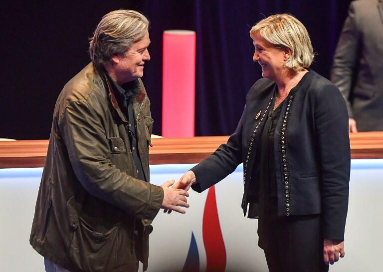 Duas presenças confirmadas no evento na Bélgica contra o Pacto Global sobre Migração: Steve Bannon, estrategista da campanha do presidente americano, Donald Trump, e Marine Le Pen, líder do partido de extrema direita francês, Reunião Nacional.