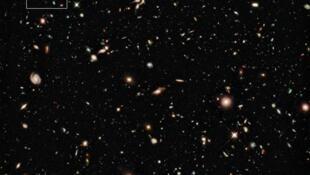 On estime que l'Univers compte quelques centaines de milliards de galaxies.
