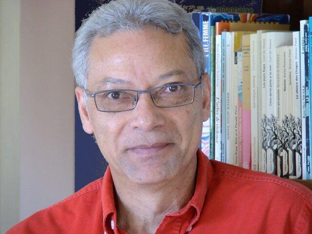 Poète, romancier et essayiste, Jean-François Samlong est l'auteur d'une quinzaine de romans.