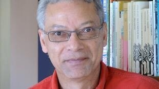Portrait de l'écrivain réunionnais Jean-François Samlong.