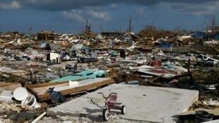 Un quartier détruit après le passage de l'ouragan Dorian à Marsh Harbour, sur l'île d'Abaco, aux Bahamas, le 7 septembre 2019.
