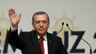 Recep Tayyip Erdogan, 60 ans, a été officiellement proclamé candidat de son parti, l'AKP sous les applaudissements de plus de 4 000 partisans, le 1er juillet 2014, à Ankara.