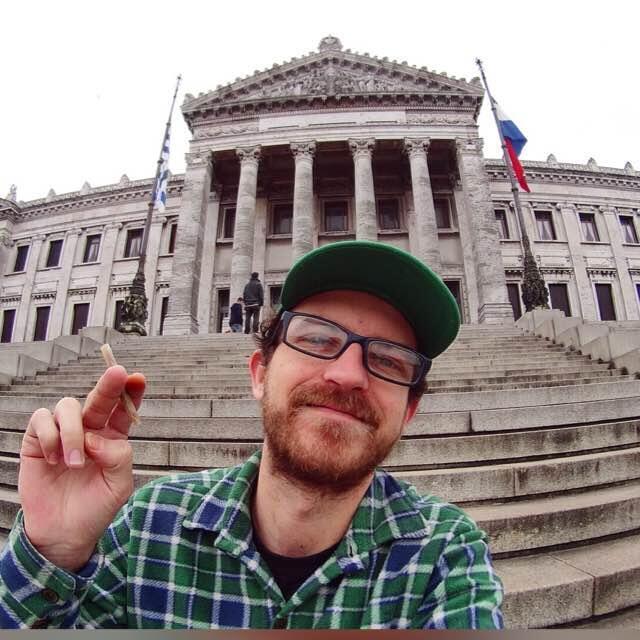 O gaúcho Henrique Reichert criou um canal no Youtube para falar da legalização da maconha no Uruguai.
