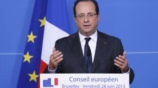 O presidente François Hollande durante coletiva de imprensa nesta sexta-feira, ao final da reunião de cúpula dos líderes europeus em Bruxelas.