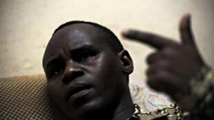Gabriel Rufyiri, le président de l'Observatoire de la lutte contre la corruption et les malversations économiques, Olucome, a manifesté tout seul, jeudi, pour dénoncer la corruption, un fléau au Burundi. A la surprise générale, il n'a pas été emprisonné.