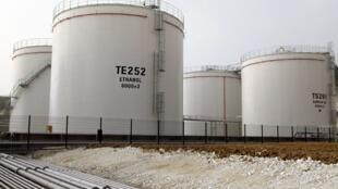 Cuves d'éthanol de l'usine de production de biocarburant de Tereos à Origny-Sainte Benoîte.