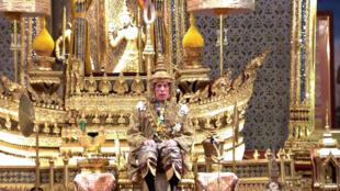 Le roi de Thaïlande lors de son couronnement.