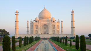 Le Taj Mahal à Agra dans l'Etat de l'Uttar Pradesh est considéré comme le plus grand joyau architectural de l'art indo-islamique.