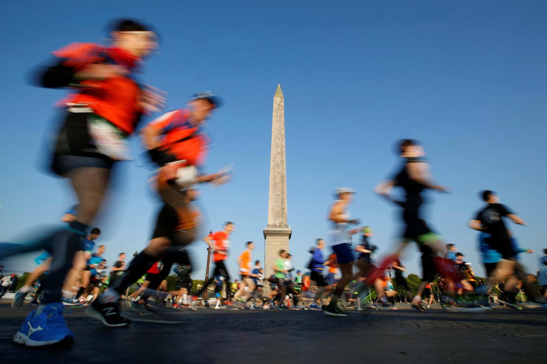 A Maratona de Paris, que atrai cerca de 60 mil participantes do mundo todo, foi adiada para 18 de outubro (imagem de arquivo).