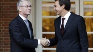 José Luis Rodriguez Zapatero (d) a donné mardi des gages de bonne volonté au président de l'UE Herman Van Rompuy.