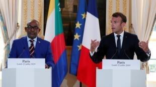 Le président français Emmanuel Macron et son homologue comorien Azali Assoumani, le 22 juillet 2019 à l'Elysée.