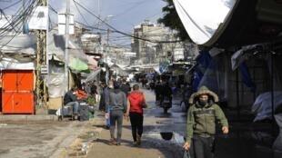 Des Libanais dans les rues de Beyrouth