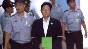 三星电子副会长 集团继承人李在镕受审出庭资料图片