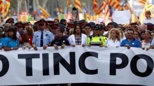 西班牙国王、首相参加巴塞罗那反恐大游行 (2017年8月26日)