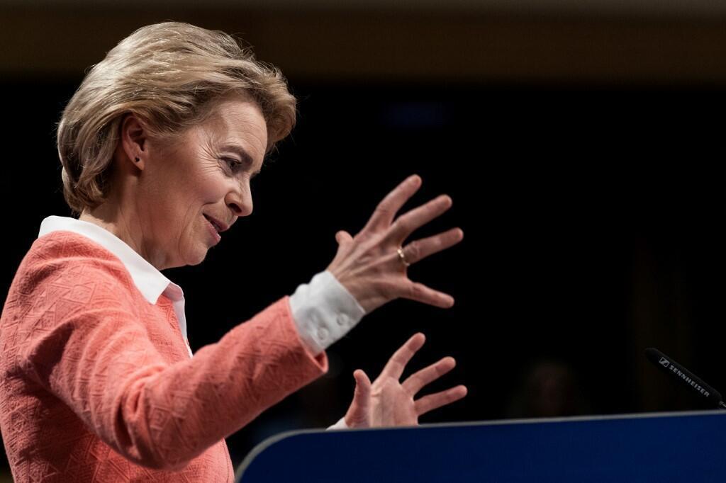 A nova presidente da Comissão Europeia Ursula von der Leyen durante a apresentação ontem da nova comissão em Bruxelas.