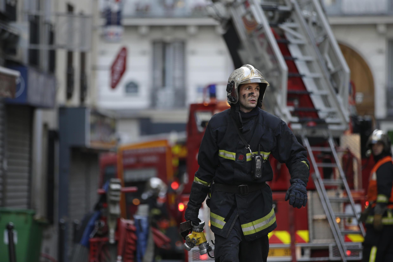 Os bombeiros conseguiram controlar o dramâtico incêndio.