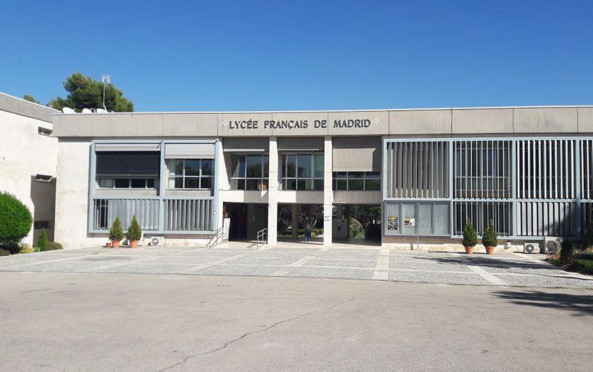فرانسه از شبکۀ آموزشی منحصربفردی در خارج برخوردار است که شامل ۵۰۰ مدرسه و دبیرستان در ١٣٧ کشور جهان می شود.