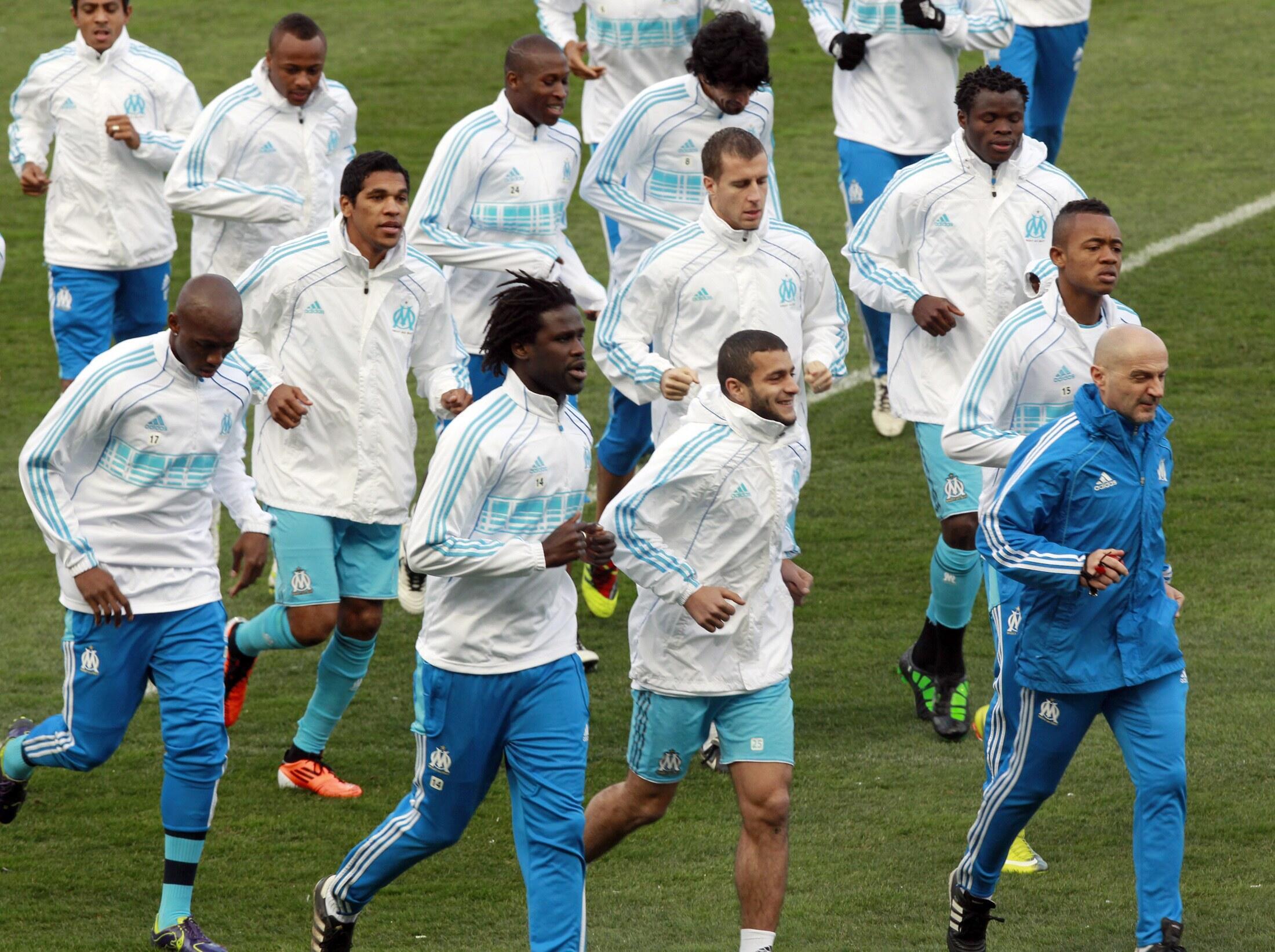 Os jogadores do Olímpico de Marselha durante o treino, na véspera do jogo.