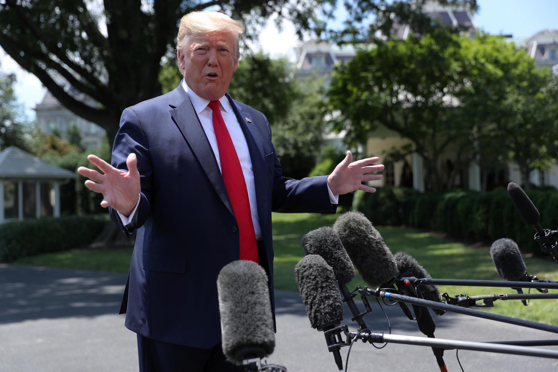 Tổng thống Mỹ Donald Trump phát biểu trước báo giới trước khi đáp chuyên cơ đi Nhật Bản dự thượng đỉnh G20, Osaka, Nhật Bản.