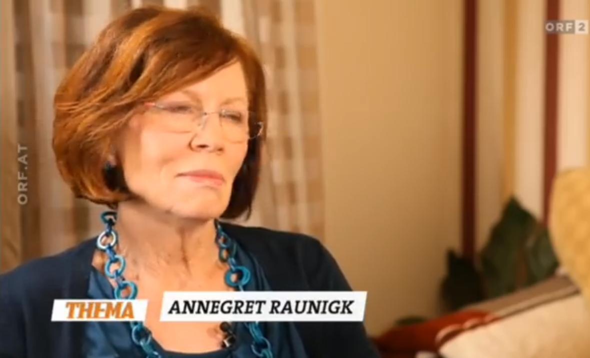 Annegret Raunigk teve quadro bebês aos 65 anos.