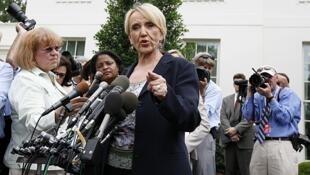 La gobernadora de Arizona durante la conferencia de prensa tras reunirse con el presidente estadounidense, el 3 de junio.