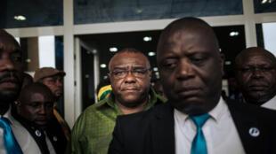 Jean-Pierre Bemba (katikati anavaa shati ya rangi ya kijani), Juni 23, 2019 alipofika Kinshasa.