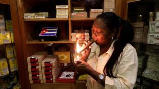 Les Américains pourront désormais revenir de Cuba avec 100 cigares et un litre de rhum.