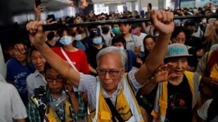 حضور معترضان در شهر تونگ چونگ در نزدیکی فرودگاه هنگ کنگ به علت ممانعت پلیس از ورودشان به فرودگاه. شنبه ١۶ شهریور/ ٧ سپتامبر  ٢٠۱٩