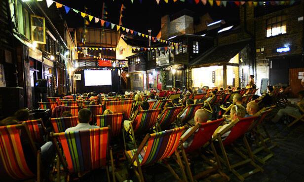 Cinema ao ar livre em Camden Lock