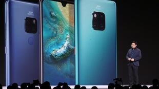 Hoa Vi giới thiệu điện thoại thông minh Mate 30 tại Munich (Đức) ngày 19/09/2019.