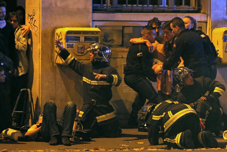 Les secours s'occupent des victimes de l'attentat du Bataclan. (Photo d'illustration)