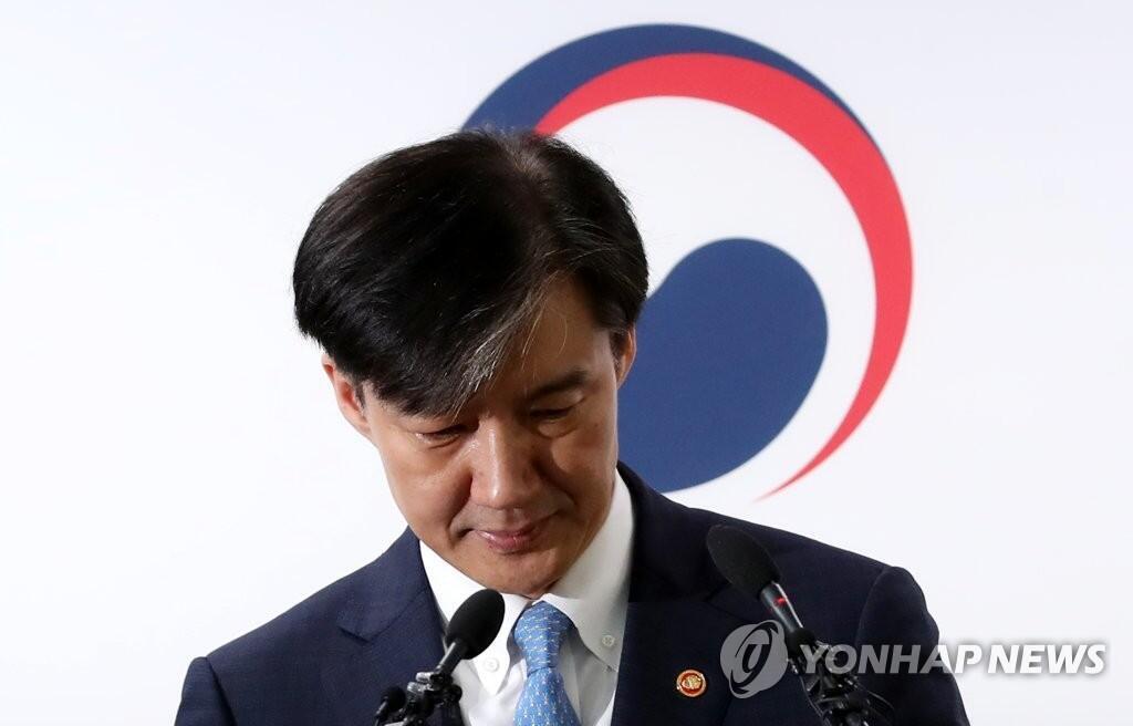 图为今天表态辞职的韩国法务部长曹国