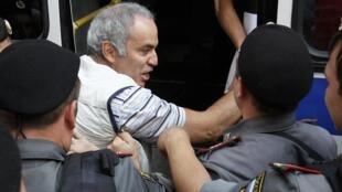Задержание Гарри Каспарова у Хамовнического суда 17/08/2012