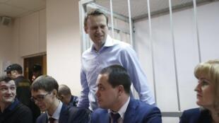 Alexeï Navalny à son arrivée à l'audience du parquet à Moscou, le 19 décembre.