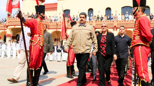 Nicolas Maduro est apparu mardi pour présider une cérémonie militaire en hommage à Hugo Chavez, décédé il y a six ans, le 5 mars 2013.