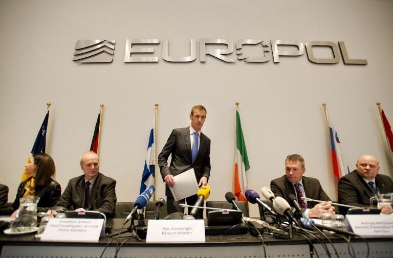 Europol thông báo kết quả điều tra về mạng cá cược bóng đá, 04/02/2013, La Haye.