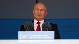Le président russe Vladimir Poutine lors du match d'innauguration de la Coupe du monde 2018, le 14 juin 2018.