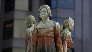 «Comfort Women», statues réalisées par l'artiste Steven Whyte. St Mary's Square, San Francisco.