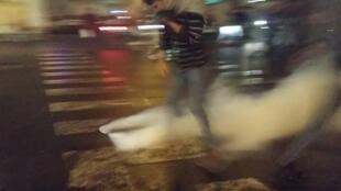 سازمان عفو بین الملل: نیروهای امنیتی در ایران برای پراکنده ساختن تظاهرکنندگان از اسلحه گرم، ماشینهای آب پاش و گاز اشک آور استفاده میکنند. تهران، ۱۶ نوامبر ۲۰۱۹ / ۲۵ آبان ۱۳۹۸