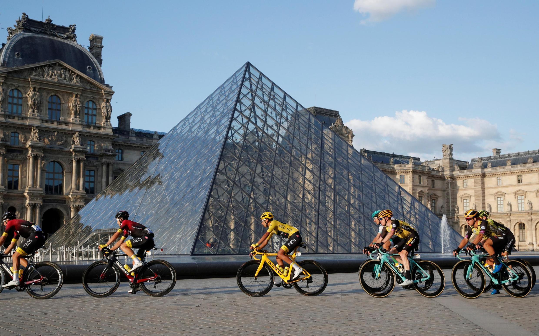 Cổng chính vào bảo tàng Louvre Paris. Ảnh minh họa.