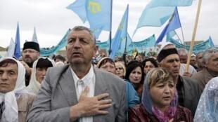 Минута молчания в память о жертвах геноцида крымскотатарского народа, Симферополь, 17 мая 2014.